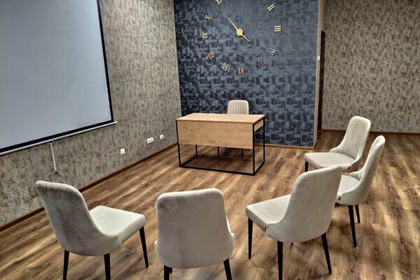 Аудитория групповых программ в центре психотерапии Фарватер
